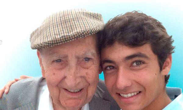 """A história motivou Alberto a criar o projeto """"Adote um Avô"""", que visa trazer companhia e alegria para milhares de idosos que vivem em asilos sem familiar."""