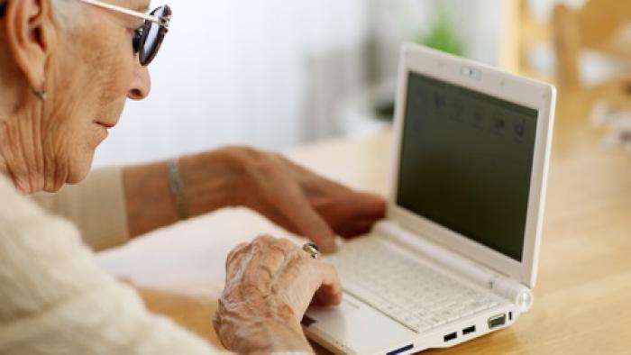 Como a tecnologia ajuda idosos a se aprimorarem para trabalhar