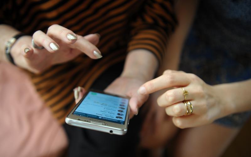 Além de melhorar a comunicação e difundir informações entre as pessoas, as tecnologias proporcionam uma série de melhorias na inclusão digital.