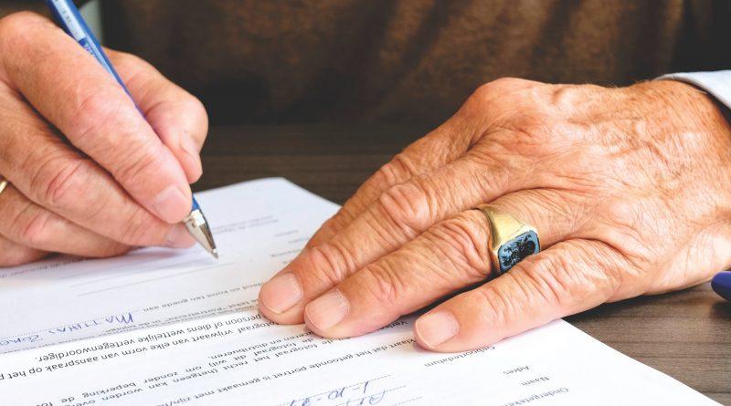 A abordagem proposta no documento da Organização Mundial da Saúde quando fala da cidade amiga do idoso, em que o aprender é um dos principais domínios.