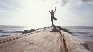 A prática de yoga traz muitos benefícios ao corpo humano. Além de aliviar o estresse e melhorar nossa absorção de nutrientes e prevenindo doenças.