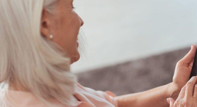 Os idosos aprenderam a criar páginas pessoais na internet, usar smartphones, conversar e fazer ligações gratuitas via celular e a pedir transporte.