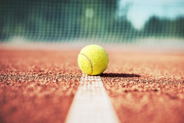 Os benefícios do tênis não ficam só por conta da perda de calorias, e sim por trabalhar diversos músculos e por ser um esporte completo.