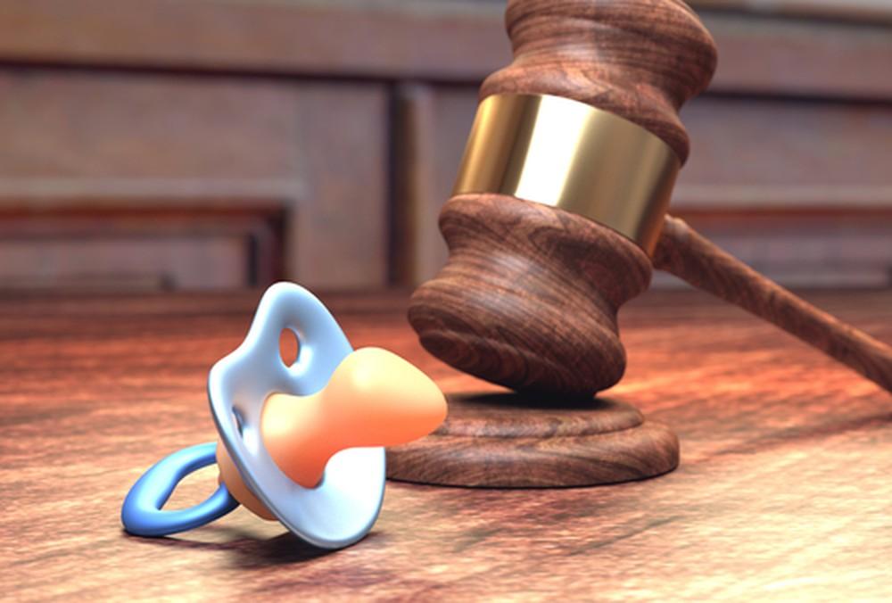 """A Justiça decidiu que avós só devem ser responsabilizados por pensão alimentícia de netos se os pais tiverem """"impossibilidade total ou parcial""""."""