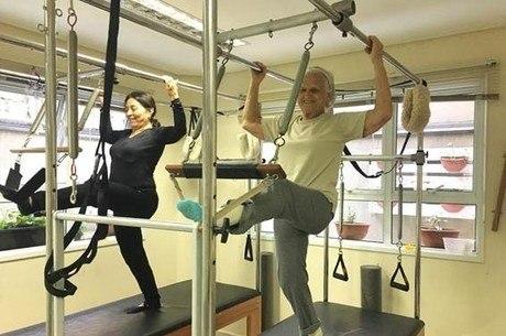 Envelhecer é inevitável. O corpo, com o passar do tempo, tende a perder músculos, massa óssea e mobilidade, aumentando o risco de quedas e fraturas.