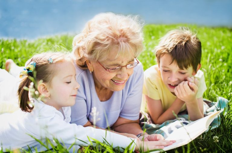 Os avós são figuras importantes na vida de todos os povos, porque eles são uma peça fundamental na educação dessas crianças.