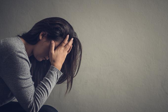 Mais de 300 milhões de pessoas ao redor do mundo sofrem com depressão, e a principal explicação para a origem dessa doença é um desequilíbrio bioquímico.