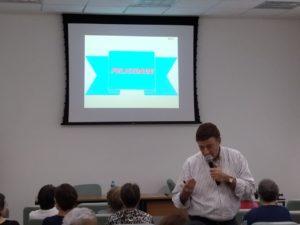 """O Prof. Marcel Neumann palestra sob o tema: """"Felicidade na Terceira Idade""""."""