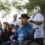 Residentes da Asan participam de tarde musical com o Projeto Carinhoso